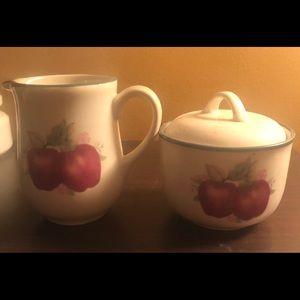 Porcelain - Apple Creamer & Sugar Set